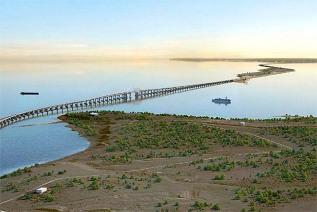 Мост в Крым построят из местных материалов