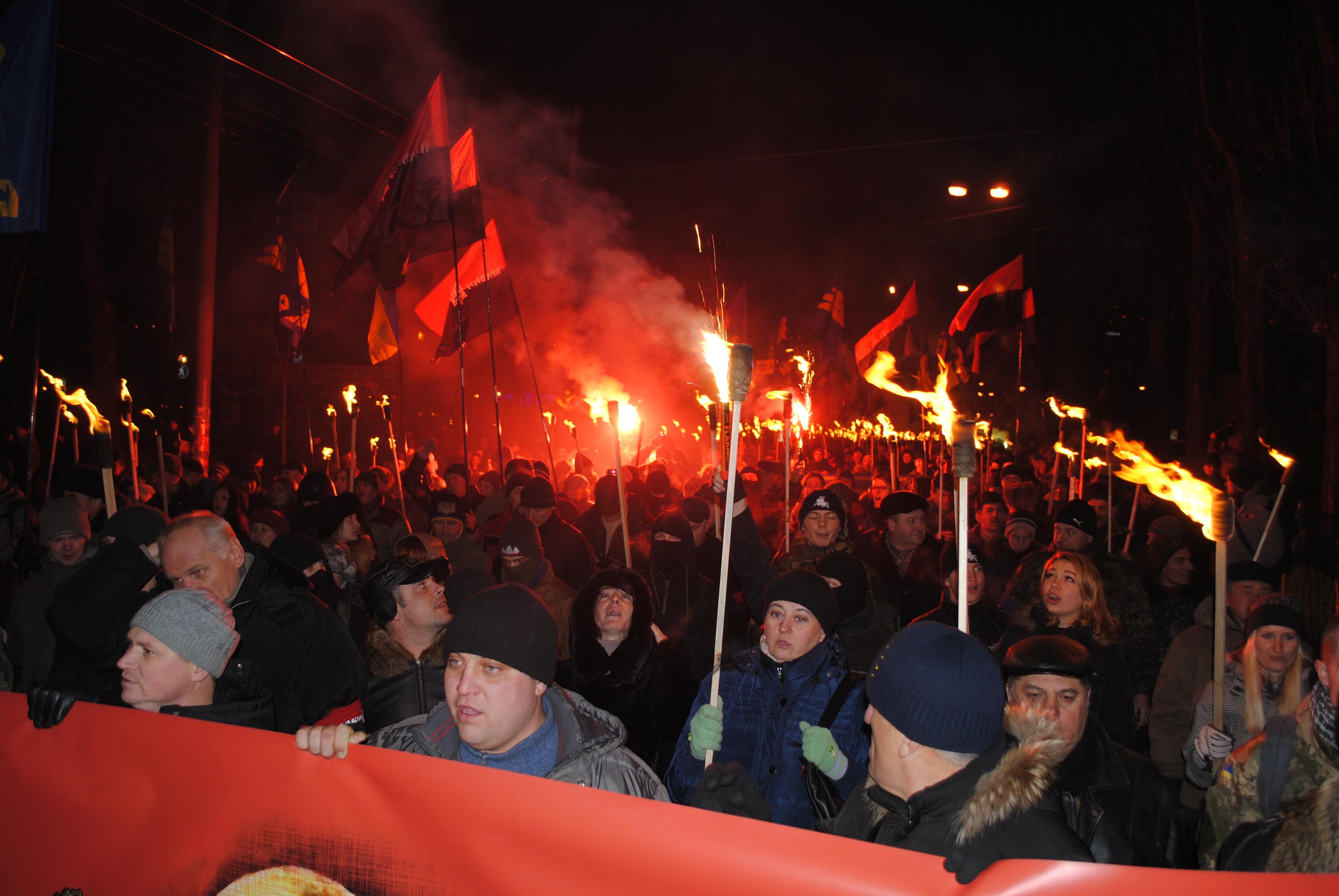 Картинки факельное шествие на украине