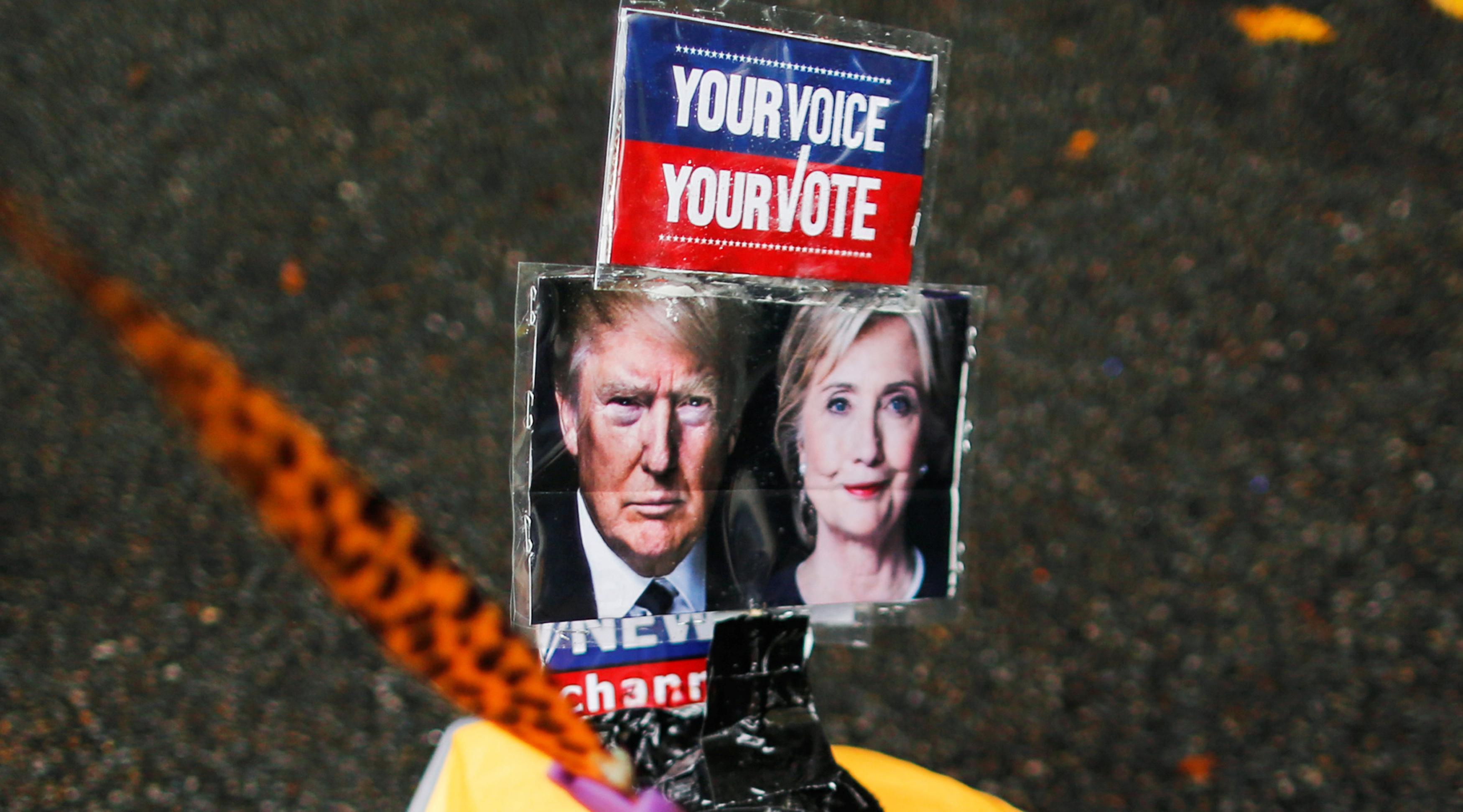 Клинтон считает, что Трамп угрожает демократии в США