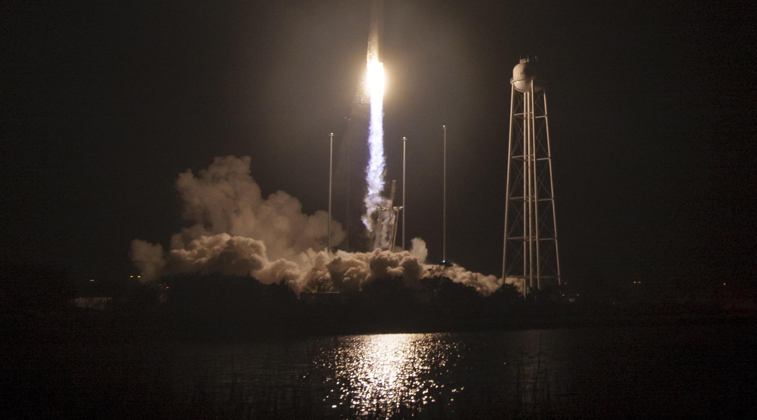 """""""Мы великие"""" - в Киеве приписали себе успешный старт американской ракеты Antares"""