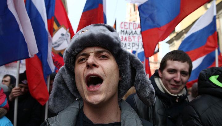 Трудности сплотили россиян против оппозиции