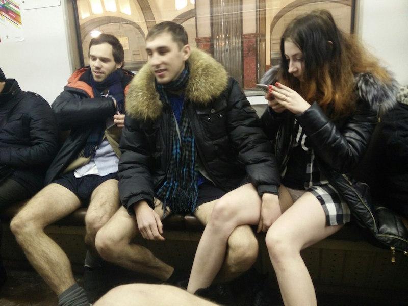 Девки в общественном транспорте без нижнего белья #1