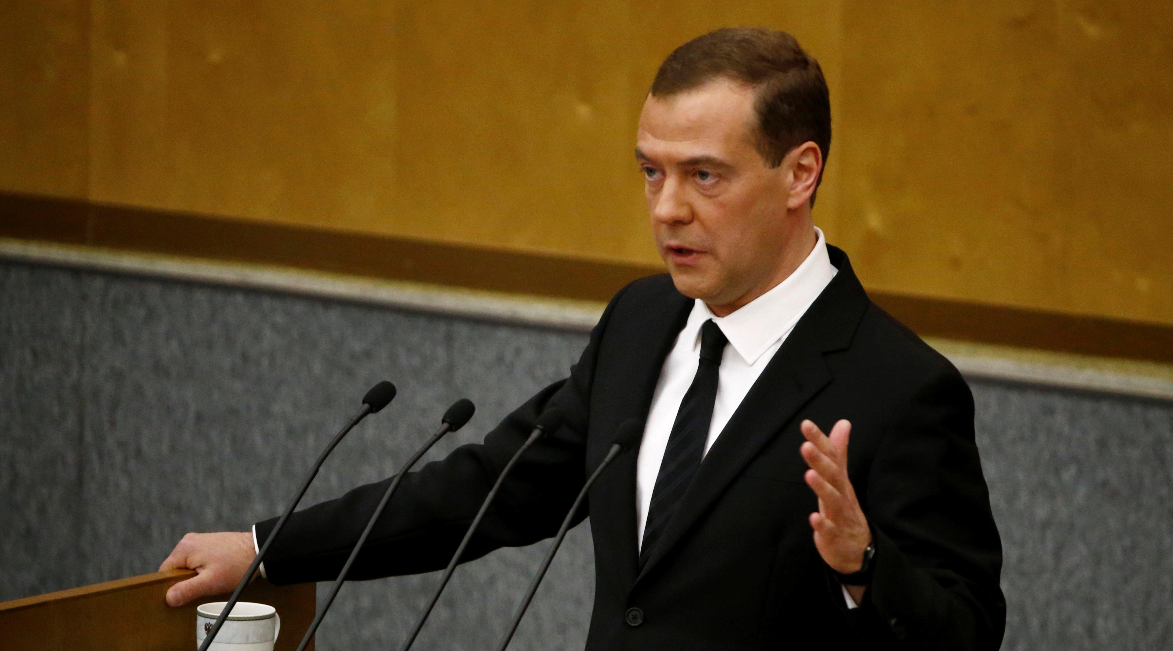 """""""Наказ министру"""" - Медведев предложил сократить количество проверок в школах"""
