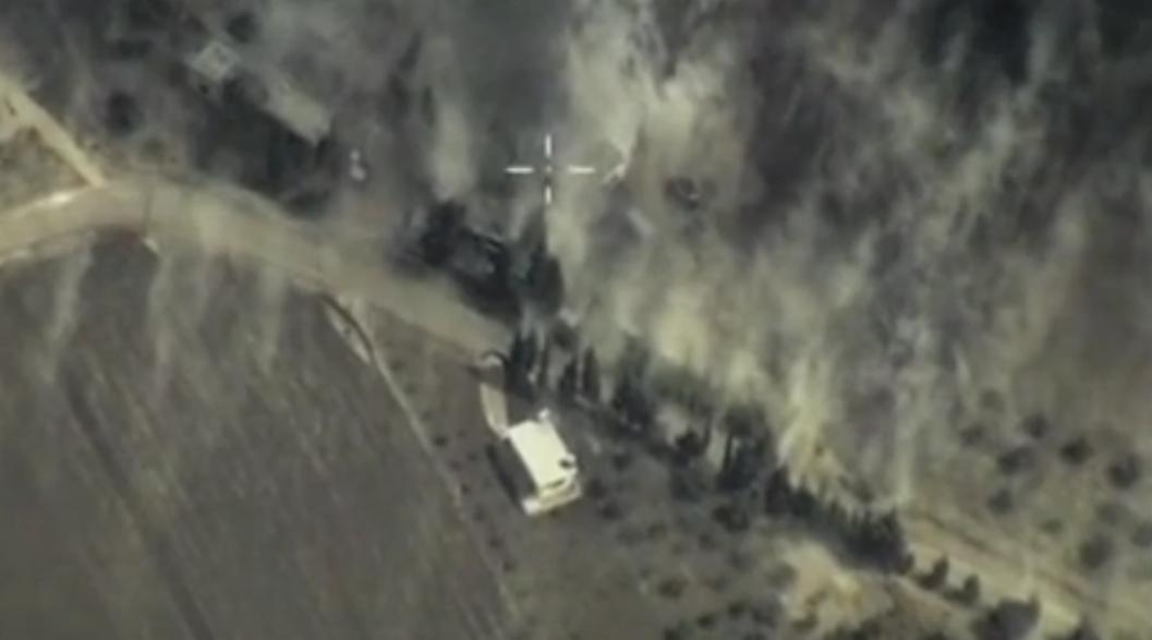 В Минобороны РФ показали кадры авиаударов по позициям ИГ