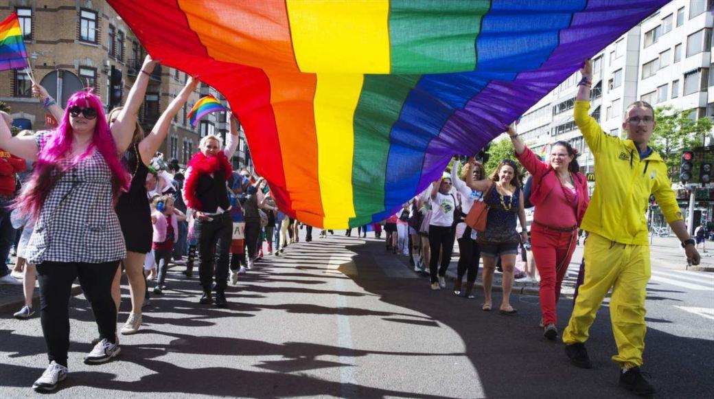 больше живет где геев всего