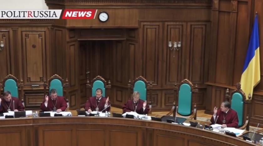 Суд Украины рассматривает конституционность лишения Януковича звания президента