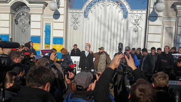 Активисты АвтоМайдана прорвались к дому Порошенко