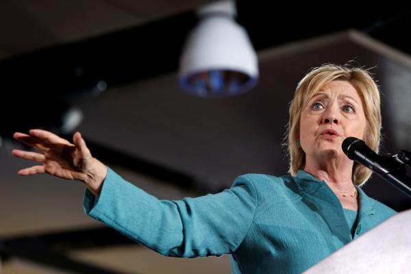 Американских пользователей социальных сетей обеспокоило здоровье Хиллари Клинтон