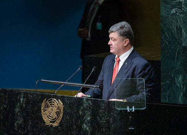 Азаров: лживое выступление Порошенко на Генассамблее позорит Украину