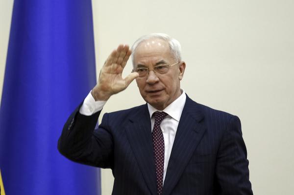 Азаров назвал Порошенко и Яценюка клептоманами