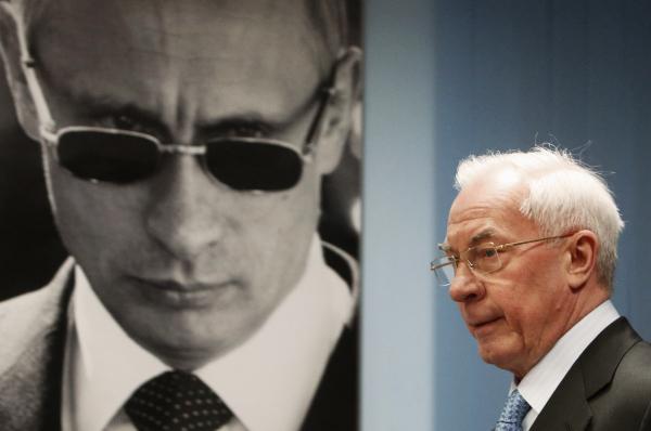 Азаров: по факту в Украине реальным хозяином является посол США