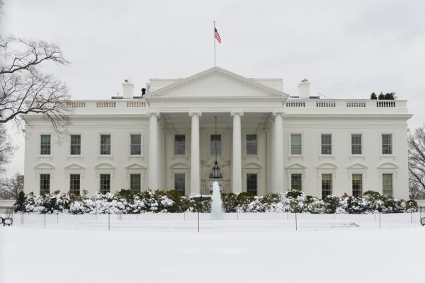 """Белый дом отказался разъяснять громкие заявления о """"коррупции в руководстве РФ"""""""