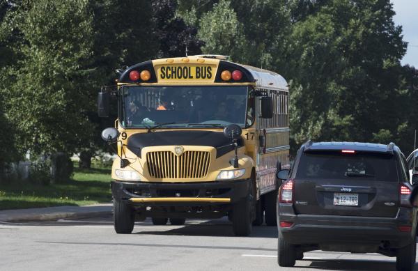 ВСША два школьных автобуса попали вДТП