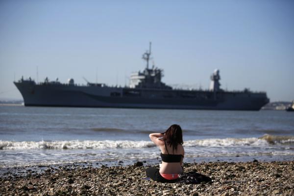 Флагман ВМС США досрочно покинул Черное море