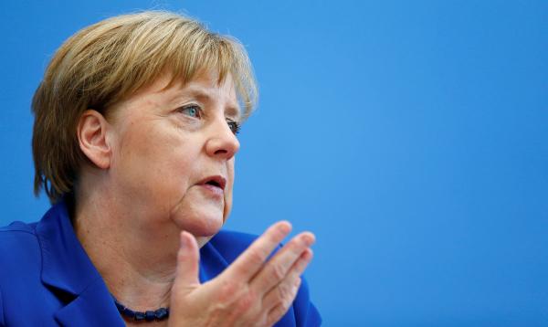 Ангела Меркель призывает большие компании нанимать беженцев