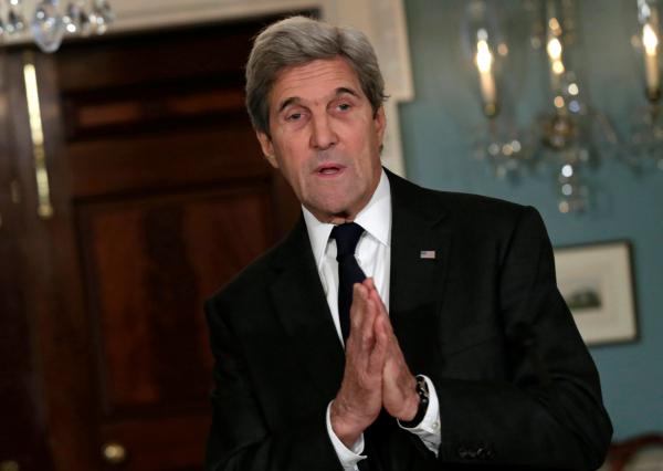 Керри объяснил продление санкций против РФ