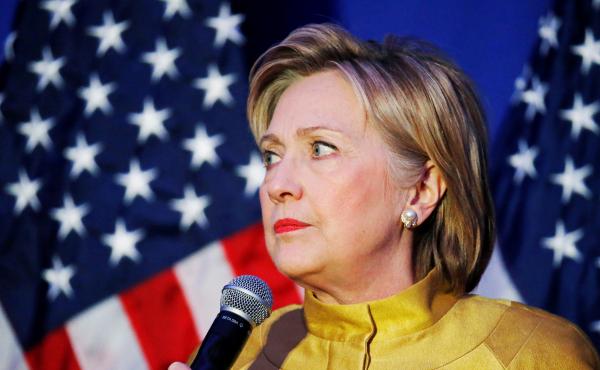 Клинтон могут вызвать в суд по делу о служебной переписке