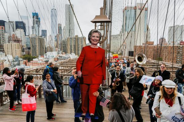 Клинтон запланировала салют победы вНью-Йорке,