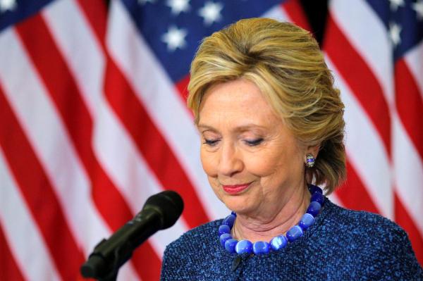 Клинтон призналась, что обеспокоена изучением ФБР