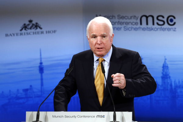 Маккейн: Путин использует беженцев, чтобы подорвать EC