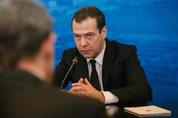 Медведев разъяснил, отчего зависят отношения РФ иСША