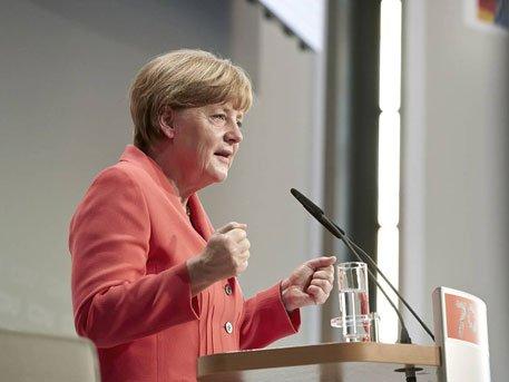 Меркель предупредила об опасности войны на Балканах в случае закрытия границ