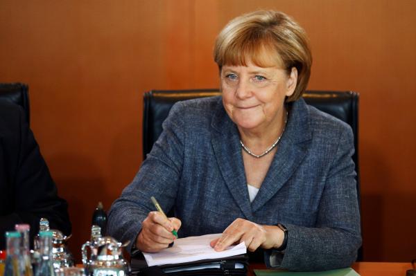 Меркель сообщила , что стремится вернуть досанкционные отношения сРоссией