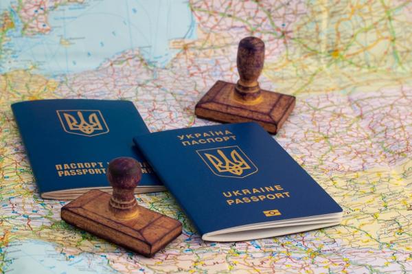 Нардеп подсчитал, во сколько стран украинцев будут пускать без виз