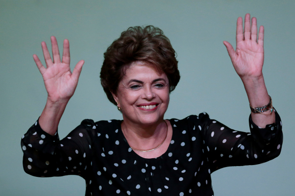 Президент Бразилии отказалась уходить вотставку