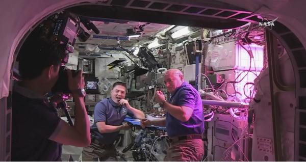 НАСА собирается кормить астронавтов фекалиями