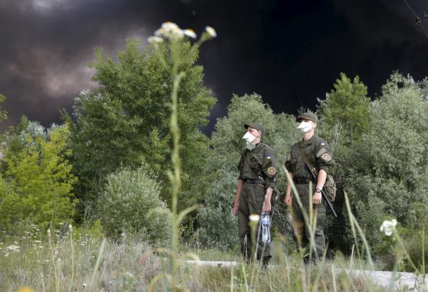 """""""Ни дня без пожара"""" - запылал лес возле одного из спальных районов Киева"""