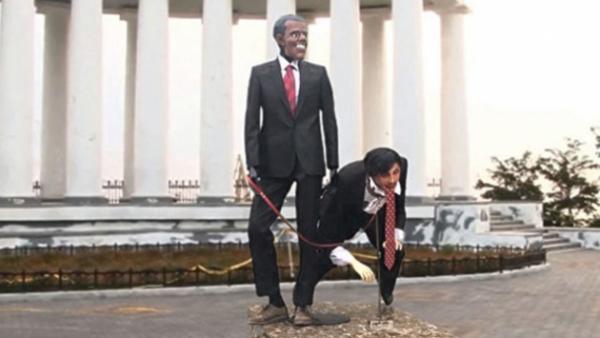 Одесситы установили памятник Обаме и Саакашвили