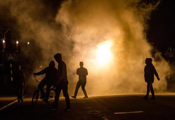 Неизвестные вмасках устроили беспорядки вшведском Тролльхеттане