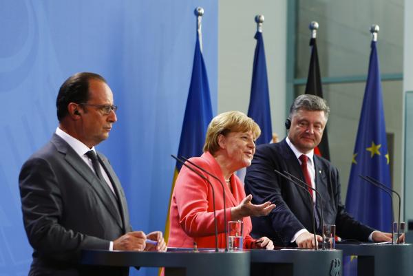 """Порошенко, Меркель и Олланд договорились встретиться в """"нормандском формате"""""""
