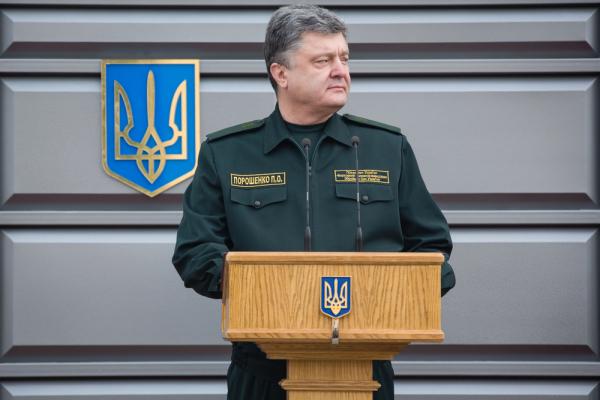 Порошенко подписал закон о режиме военного положения на Украине