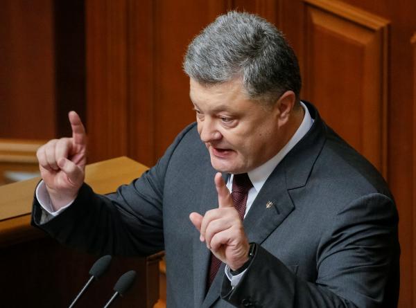 Порошенко: Россия настолько обеднела, что у нее нет средств даже на Крымский мост