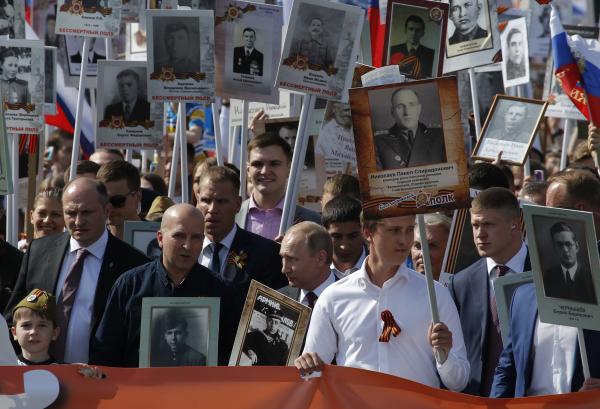 Путин принял участие в шествии'Бессмертного полка'на Красной площади