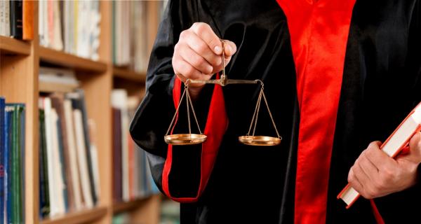 тут Можно ли быть в качестве адвоката в суде почудилось, будто