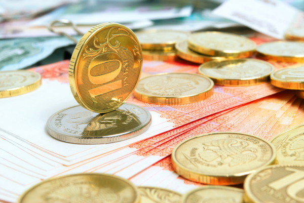 Россияне предсказали падение курса доллара до 49 рублей