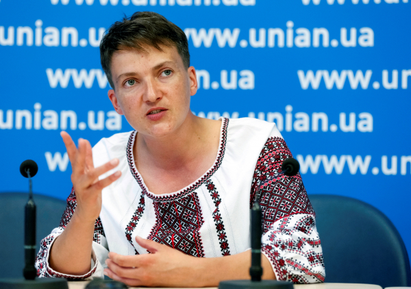 Савченко предложила жене Порошенко вести переговоры пообмену пленными— дамское дело