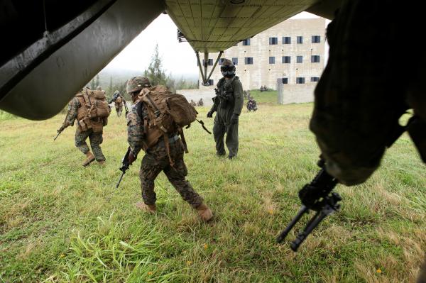 """СМИ: не нужно злить """"русского медведя"""", размещая военных США в Европе"""