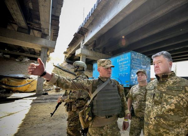 Спикер Порошенко: президента в Донбассе встретили минометным огнем