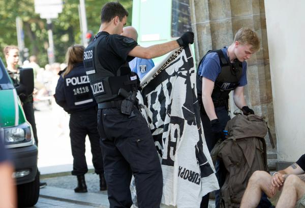 Насевере Германии здешние граждане подрались смигрантами