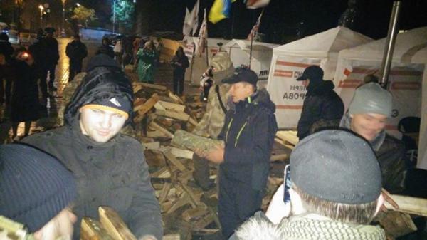 """""""Тарифный Майдан"""" готовится ко второй бессонной ночи около кабмина Украины"""