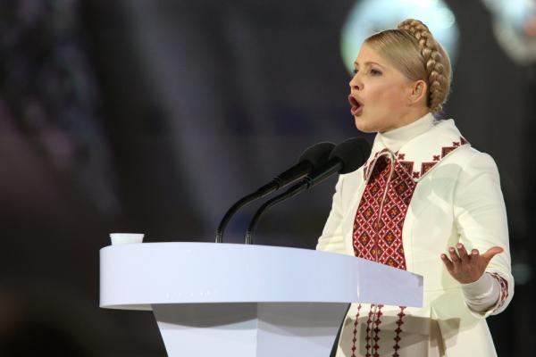 Тимошенко обвинила Порошенко в нежелании прекратить войну в Донбассе