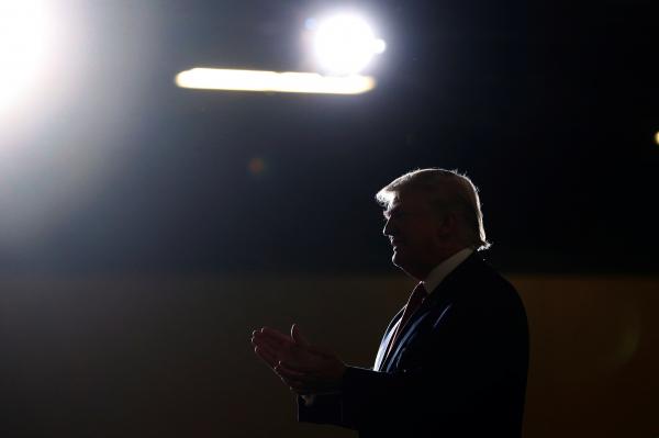Трамп пожаловался, что 93% СМИ относятся кнему предвзято