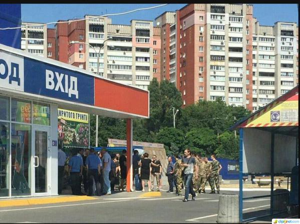 """Украинские военкомы ловят """"добровольцев в АТО"""" на рынках и в магазинах"""