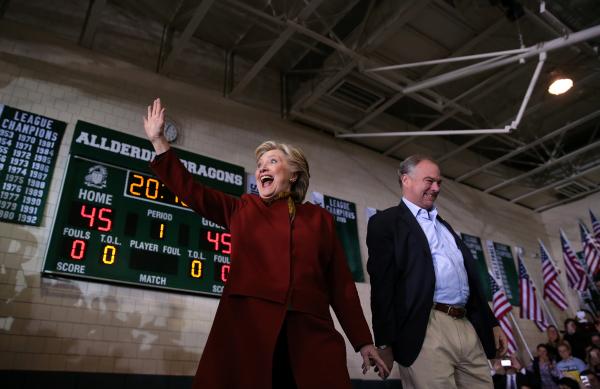 """""""Ушла в отрыв"""" - телеканал ABC опубликовал свежий рейтинг Клинтон и Трампа"""