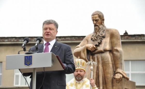 В бедности украинцев Порошенко обвинил Россию