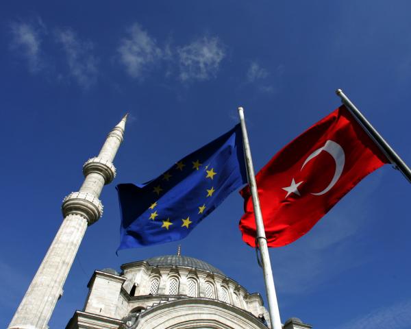 В Брюсселе состоится экстренный саммит Турция - ЕС